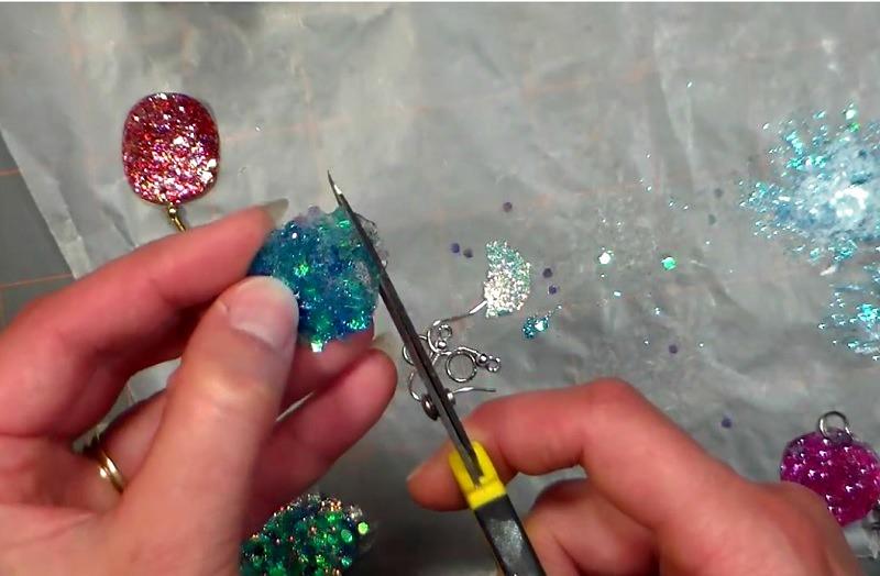 Juste avec un simple papier, Apprenez à fabriquer vos propres bijoux…Le méthode est impressionnante !