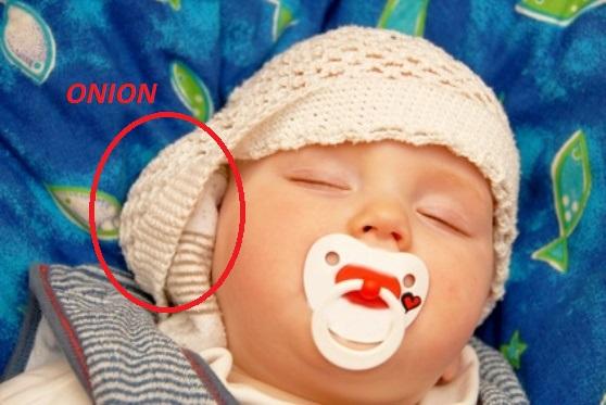 Cette maman dépose un oignon au lit de son fils pendant son sommeil ! La raison va vous surprendre…