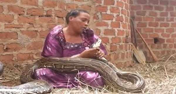 Elle dormait avec un serpent, puis le vétérinaire lui a dit quelque chose de choquant