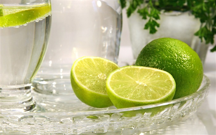 lime_citrus_fruit_glass_tray-Food_HD_Wallpaper_medium