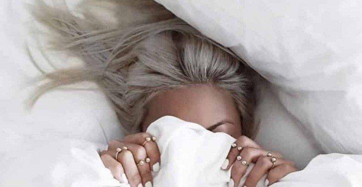 6-erreurs-que-vous-faites-lorsque-vous-dormez-et-qui-détruisent-vos-cheveux-725x375