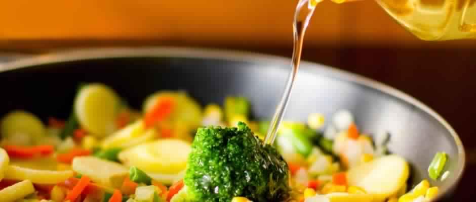 Arrêtez d'utiliser ces huiles dans vos cuissons … Vous vous empoisonnez à votre insu !