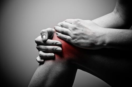 pourquoi-les-genoux-font-il-mal-500x332
