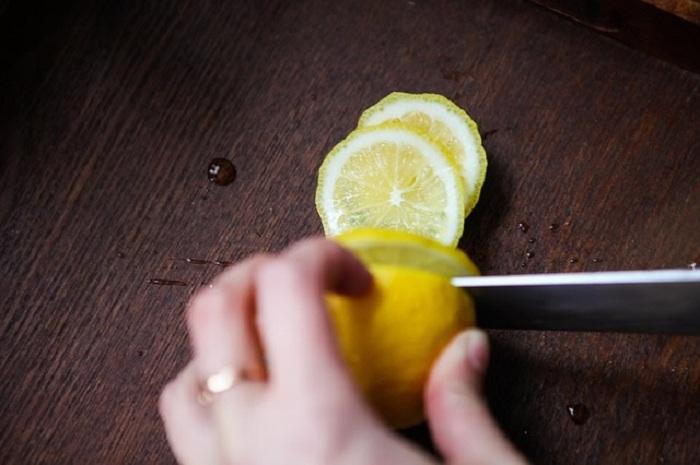 Comment utiliser le citron en tant que gommage pour les mains, le visage et l'ensemble du corps…