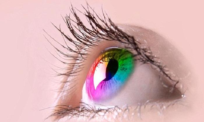 Vous avez du mal à tenir l'alcool ou à gérer la douleur, le problème vient peut-être de la couleur de vos yeux !