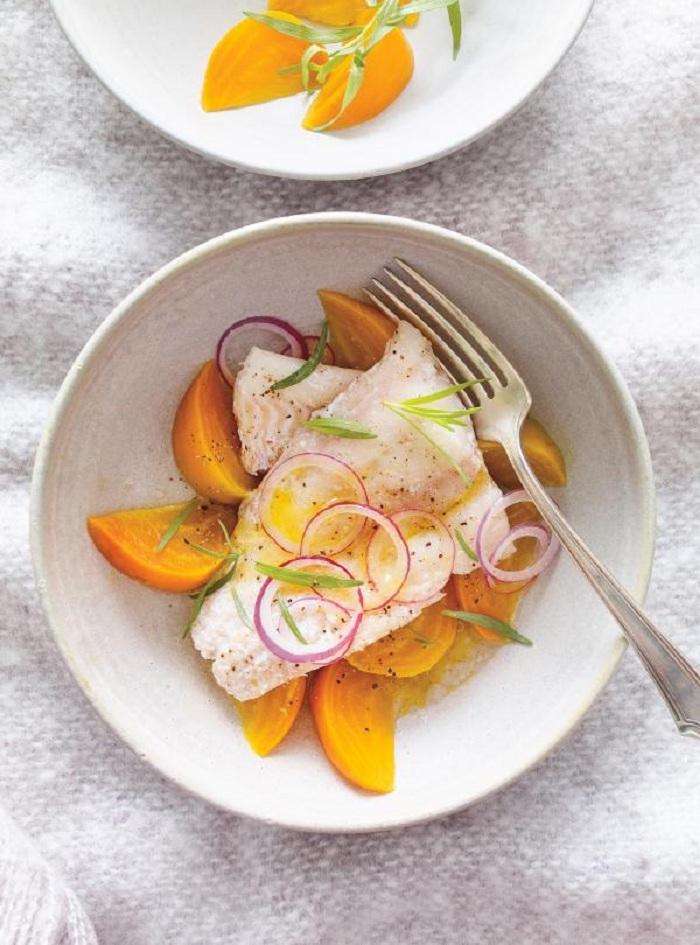 Poisson confit à la mijoteuse et accompagné de salade de betteraves à l'estragon.
