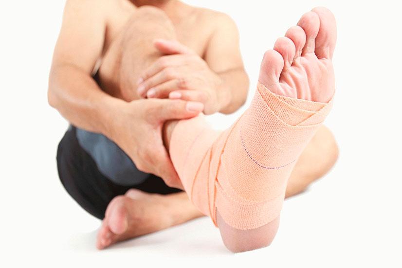 L'entorse de la cheville, conseils et astuces pour prévenir et traiter la blessure quasi-inévitable.