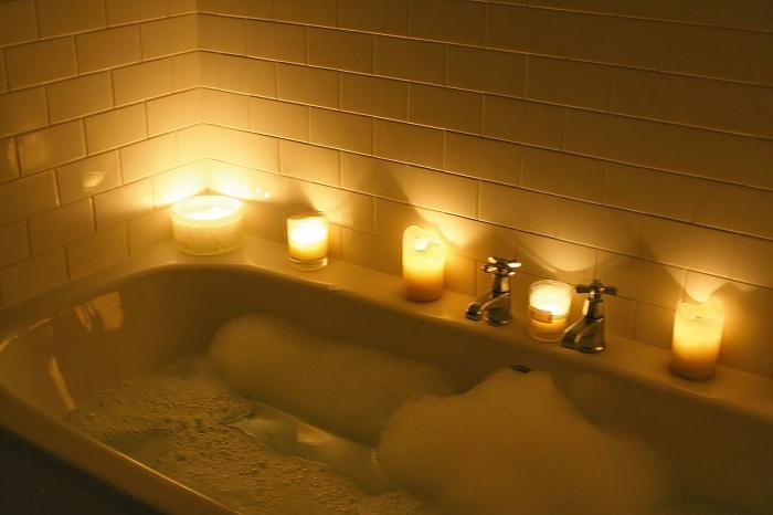 7 bonnes idées de bains relaxants que vous devez essayer à la maison