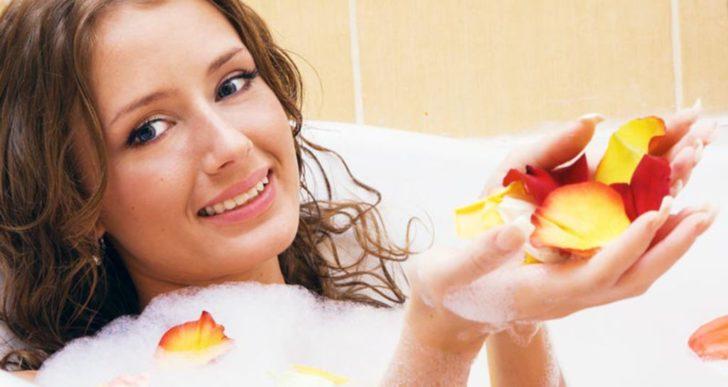 7 bonnes id es de bains relaxants que vous devez essayer for Bain relaxant maison