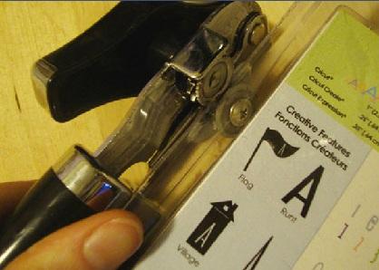 Prenez un ouvre-boîte pour les emballages plastiques récalcitrants