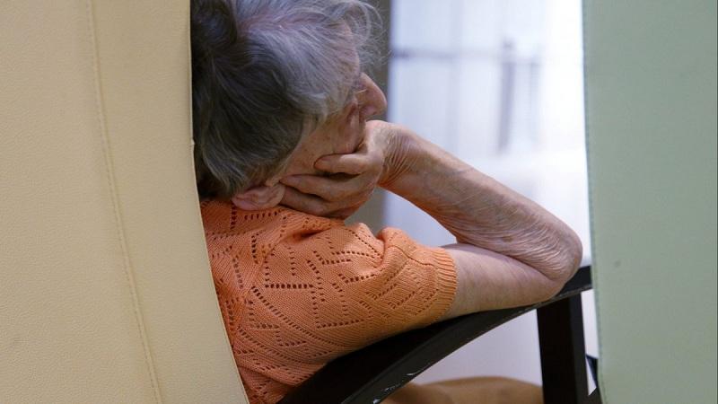 A 80 ans, elle est mise en dehors de l'hôpital à minuit, sans aucune assistance !