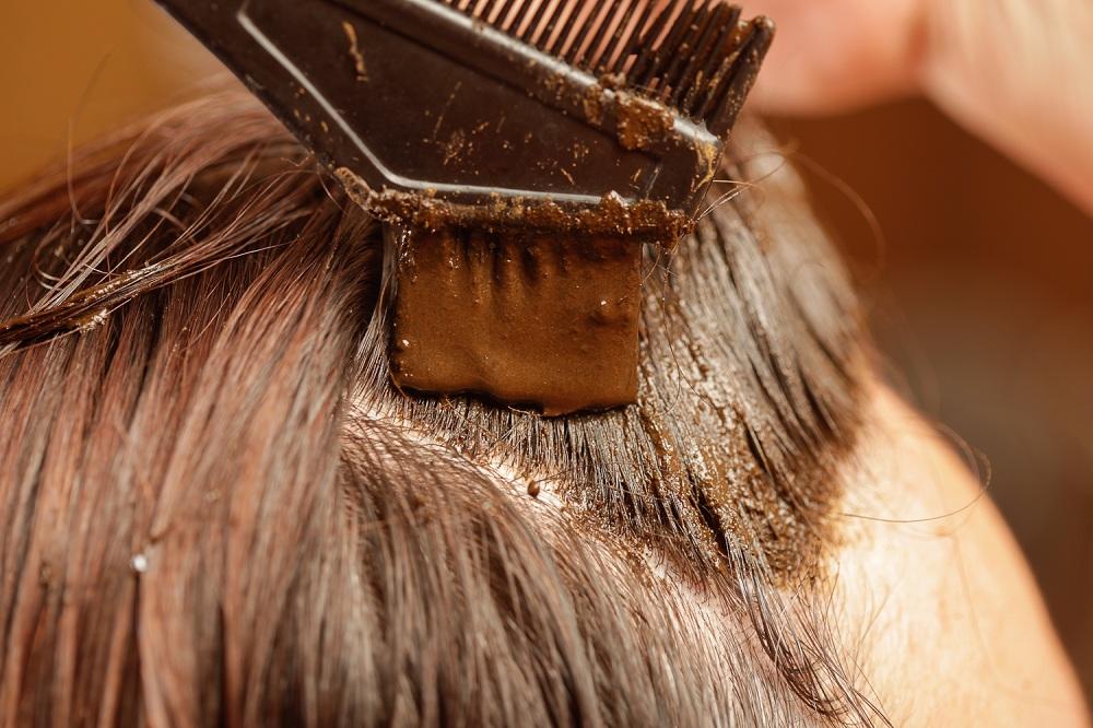 La coloration végétale, une méthode douce à utiliser pour cacher vos cheveux blancs !