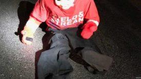 La police avertit : si vous voyez un «enfant» assis sur la route en conduisant, gardez vos portes verrouillées.
