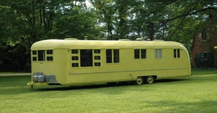 Cette caravane est inutilisée depuis 65 ans. Lorsqu'on ouvre la porte et qu'on entre? INCROYABLE!