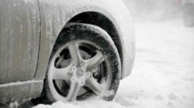 Une astuce qui vous permettra de de débloquer instantanément une voiture qui patine dans la neige