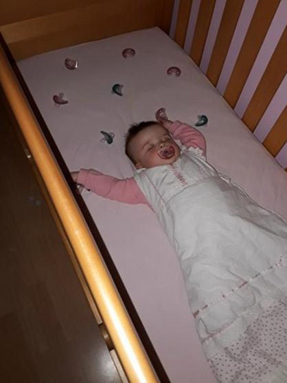 C'est simple ! Cette maman partage l'astuce imparable qu'elle utilise pour garder sa fille endormie pendant toute la nuit