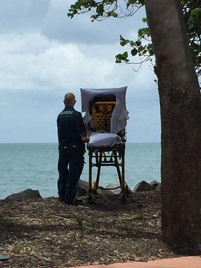 Ces ambulanciers accomplissent le dernier souhait de leur patiente !