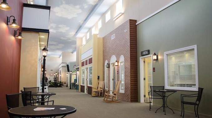Transformation de chambres de maison de retraite en petites maisons de quartier, l'idée géniale qu'a eue ce directeur !