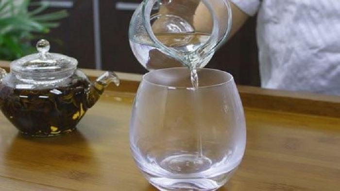La quantité d'eau que vous devez boire en fonction de votre poids !