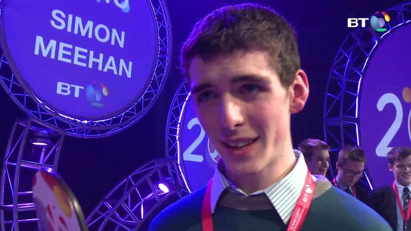 Un adolescent irlandais remporte le prix scientifique le plus prestigieux pour l'invention de l'antibiotique de mûre qui combat les bactéries résistantes