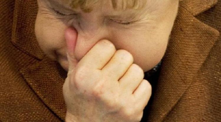 Ne faites jamais cela : Un homme se blesse la gorge en essayant d'étouffer un éternuement !