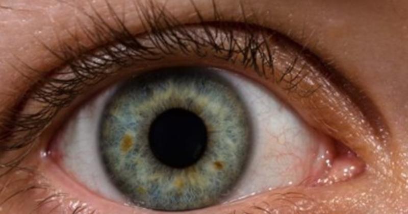 """L'utilisation de """"Nanodrops"""" pour réparer les cornées pourrait mettre fin à l'usage des lunettes !"""