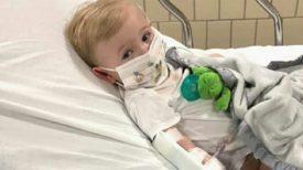Enfant d'un an ayant coronavirus a de la fièvre de plus de 41 degrés depuis deux semaines