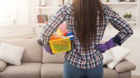 Covid-19 : Nettoyer avec du vinaigre suffit-il ? Le point sur les bons gestes