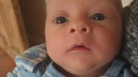 """"""" Adieu petit ange """" Un petit bébé de 9 semaines est mort après que sa maman se soit endormie"""