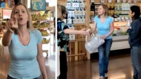 Une femme sans masque insulte les clients et le personnel du supermarché quand on lui dit d'en mettre un sur le visage