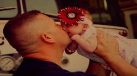 Après de fortes douleurs, une maman appelle les pompiers et accouche d'un petit bébé dans l'ambulance