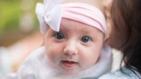 Une marraine, c'est une comme une seconde maman pour un enfant : voici ses devoirs et engagements