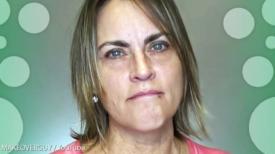 """Une femme de 55 ans est fatiguée de se sentir """"vieille et grosse"""" mais un nouveau look blond change tout"""