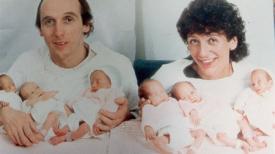 Un couple qui a eu des sextuplées pose en famille 30 ans plus tard; elles sont toutes magnifiques!