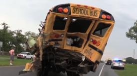 Suite à une collision avec un bus scolaire, un camionneur décède après avoir sauvé tous les enfants