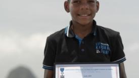 Un garçon de 12 ans fait 40 km à la nage en 13 h 50 pour faire de la sensibilisation au cancer du sein