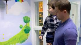 Un enfant de 5 ans célèbre sa fin de traitement de chimio après plus de trois ans